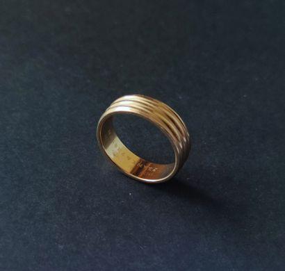 JONC large en or jaune 750°/°° godronné  Poids : 6.1 gr Tour de doigt : environ...