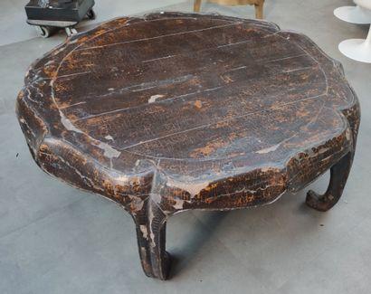 TABLE basse ronde en bois à laque craquelée...