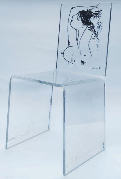 Deux CHAISES contemporaines en plexiglass...