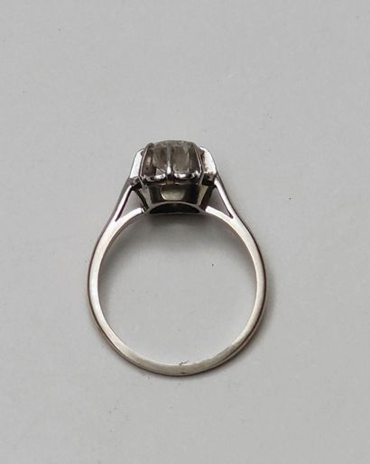 BAGUE, monture en or gris et platine, sertie d'un diamant taille brillant d'environ...
