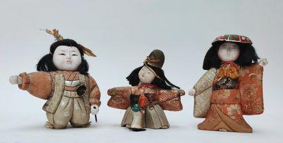Ensemble de trois petites poupées du Japon...