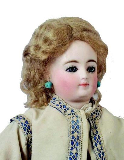 Très rare poupée parisienne de la maison PETIT & DUMOUTIER, tête en biscuit pressé...