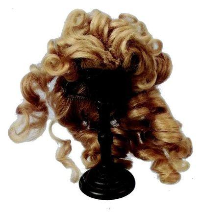 Très rare postiche en mohair blond pour poupée...