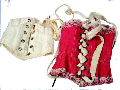Deux petits corsets pour poupée parisienne...
