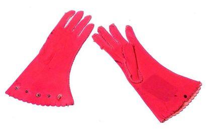 Paire de gants longs en peau anciens de petite...