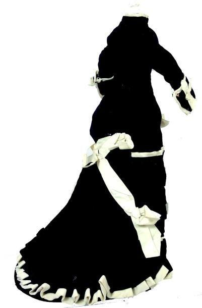 Belle robe ancienne à tournure pour poupée parisienne à corps fin en peau. H 37...