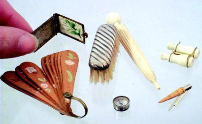 Lot d'objets miniatures pour poupées parisienne,...