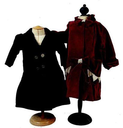 Deux manteaux de petits enfants ou de grande...