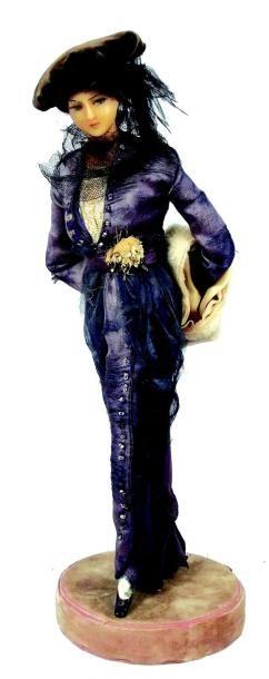 Deux figurines artistiques par Mesdames LAFFITTE-DESIRAT....