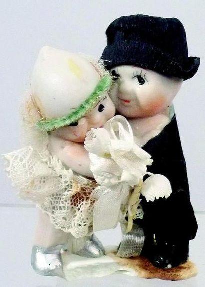 Couple de petites poupées en biscuit «KEWPIE»...