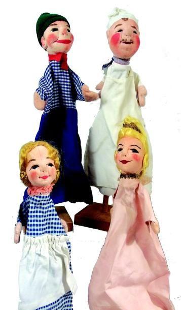 Ensemble de Quatre marionnettes en feutrine....