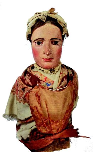 Buste de femme en bois sculpté, peint et...