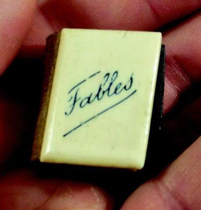 «Le Petit fabuliste» Minuscule ouvrage avec...