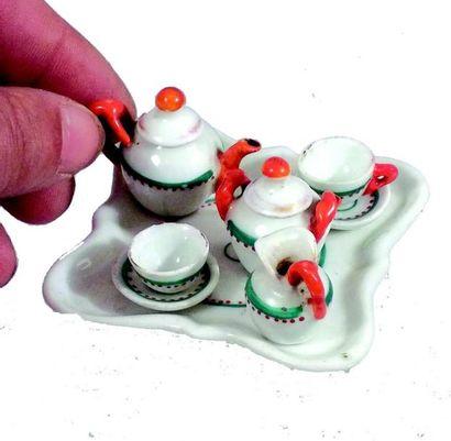 Tête à tête en porcelaine tricolore avec...