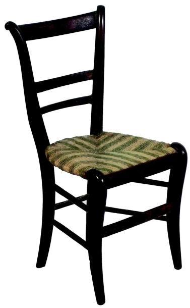 Beau diminutif d'une élégante chaise en bois...