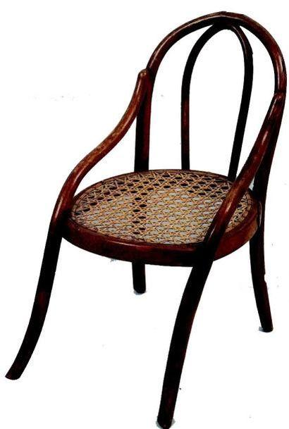 Charmant petit fauteuil en bois courbé dans...