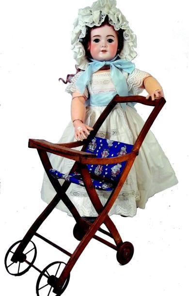 Grand bébé de la SFBJ avec tête en biscuit...