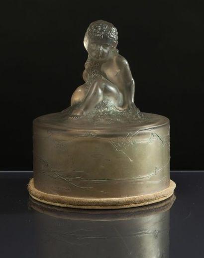 René Lalique - (1860-1945) «Amour» - (années 1930) Boite à poudre cylindrique forme...