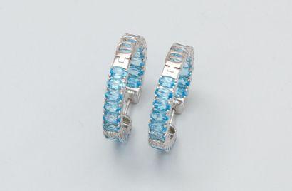 Paire de boucles d'oreilles anneaux en or...