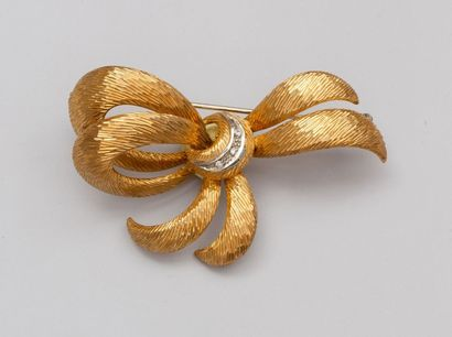 Broche ruban noué en or jaune 750°/00 (charançon),...