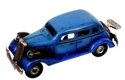 Voiture mécanique en métal de couleur bleue...