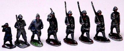 Ensemble de 8 soldats QUIRALU en état d'usage...