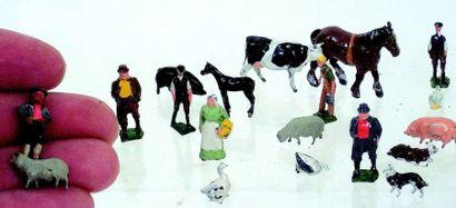 Ferme miniature en ronde bosse avec 7 personnages...