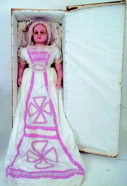 Grande et belle poupée en cire de fabrication...