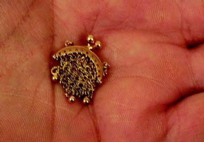 Extraordinaire minuscule bourse en or tressé...