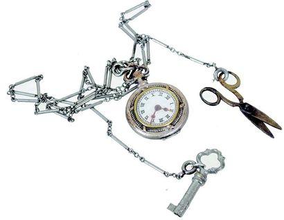 Châtelaine avec montre gousset factice, ciseaux...