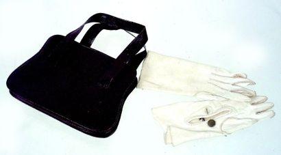 Petit sac à main de poupée avec jolie paire...