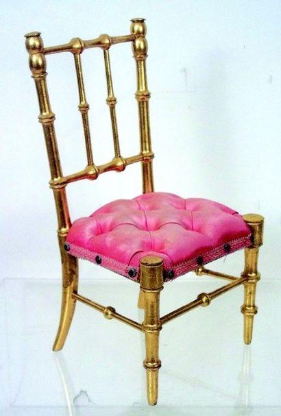 Belle chaise en pichpin dorée avec assise...