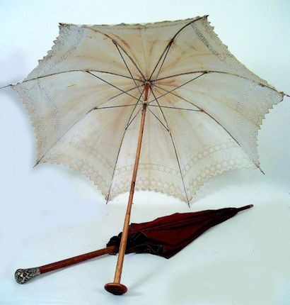 Deux ombrelles de Dame A- Avec couverte en...