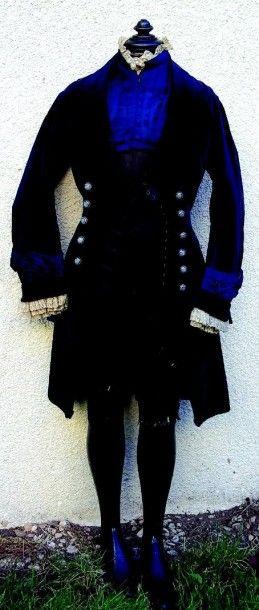 Redingote en velours bleu roi avec très beaux...