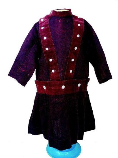 Robe de fillette en lainage et velours à manches courtes et large col avec décor...