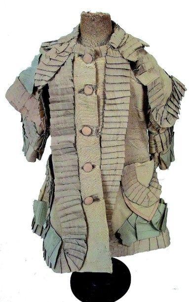 Robe d'enfant en soie avec grand col et poches....