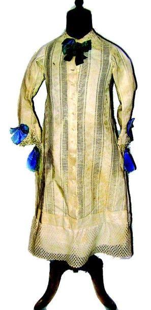 Robe blanche à manches longues en coton broché...