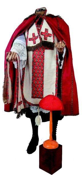 Très bel habillement de prêtre pour jeune...