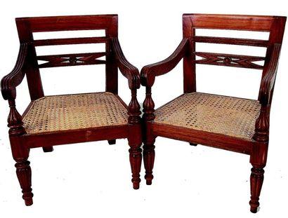 Paire de jolis fauteuils d'enfants en bois...