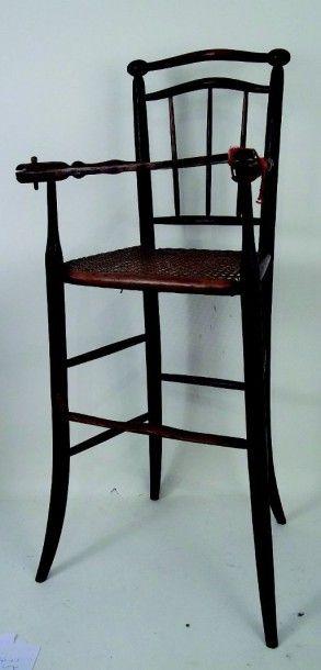 Chaise haute ancienne en bois ciré avec assise cannée. H 90 cm. (circa 1915) Antique...
