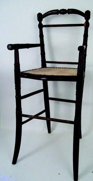 Chaise haute ancienne en bois ciré avec un...