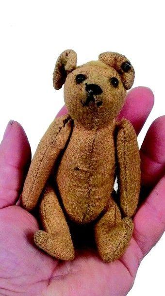 Minuscule TEDDY en peluche avec yeux en boutons...