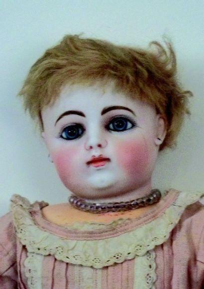 Bébé français avec superbe tête en biscuit pressé de la porcelainerie de François...