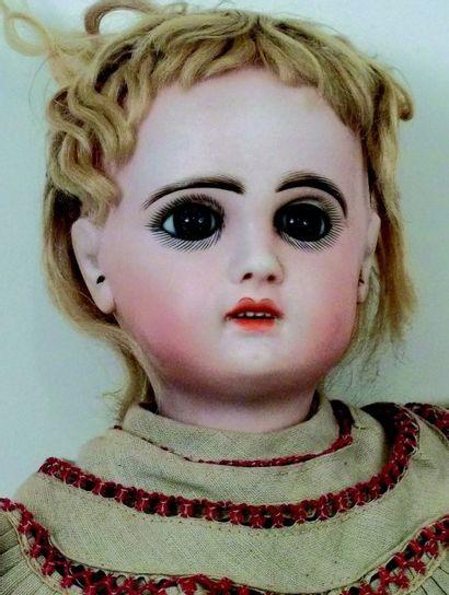 Bébé JUMEAU, (période Société JUMEAU & Cie, circa 1895) tête en biscuit coulé, bouche...
