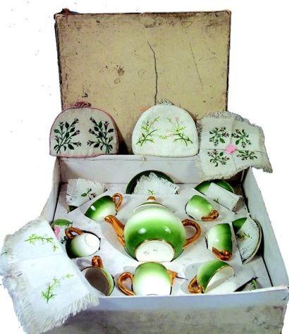 Service à thé en porcelaine de fabrication...