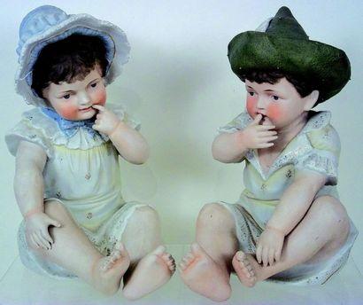 Couple de grands «Piano Baby» en biscuit...