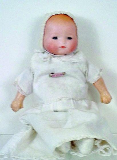 Bébé caractère avec tête pleine en biscuit...