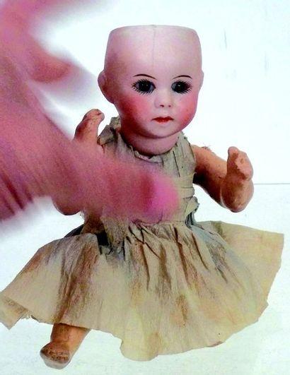 Petit bébé caractère de la SFBJ, tête en...