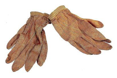 Paire de gants bruns en toile fine pour bébé...