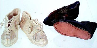 Belle paire de souliers anciens en cuir de...